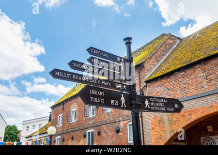Traditional old-fashioned signpost direction sign pointing to attractions and amenities in Salisbury town centre, a cathedral city in Wiltshire, UK - Stock Image