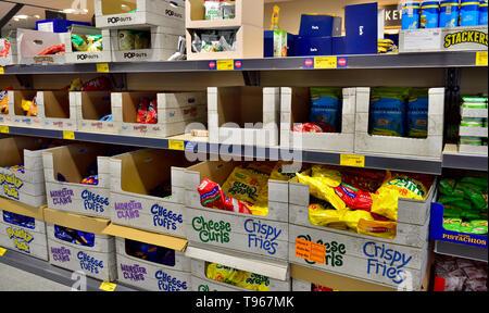 Supermarket shelves full of snack food - Stock Image