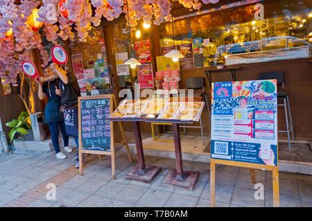 Restaurant with happy hour, Asok Road, Soi 21, Sukhumvit, Bangkok, Thailand - Stock Image