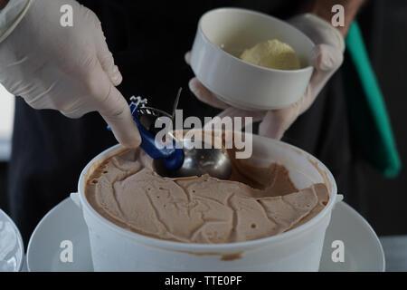 scooping gelato - Stock Image