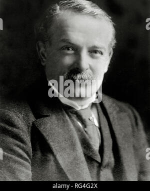 Liberal David Lloyd George formed a coalition government in the United Kingdom in December 1916, and was appointed Prime Minister of the United Kingdom by King George V. Scanned from image material in the archives of Press Portrait Service - (formerly Press Portrait Bureau). - Stock Image