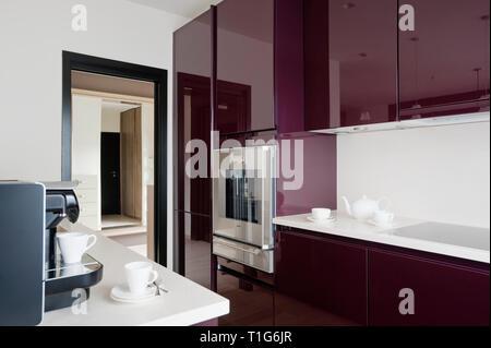 Modern white and purple kitchen - Stock Image