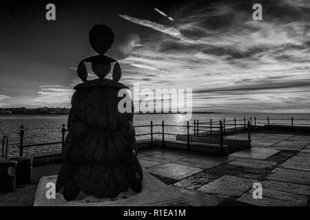 Mrs Booth,The Shell Lady,Bronze Sculpture,by,Ann Carrington,The Harbour Arm,Margate's Old Town,Margate,Thanet,Kent,England - Stock Image