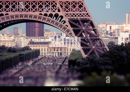 Crowds under Eiffel Tower, Champ de Mars, Paris, France - Stock Image