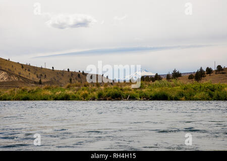 Landscape scenic of the Lower Deschutes River in the Wild and Scenic section near Warm Springs Oregon. - Stock Image