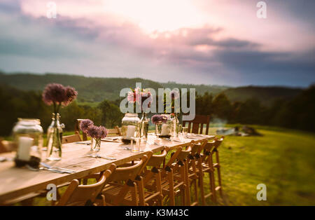 table setting, outdoors, summer time - Stock Image