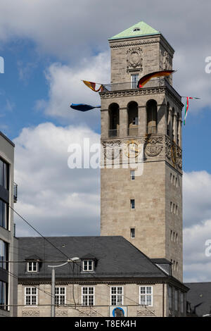 Rathausturm mit Fahnen, Mülheim an der Ruhr, Deutschland - Stock Image