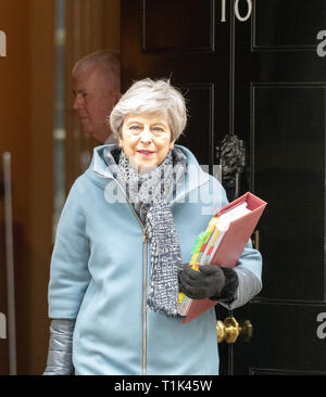 London, UK. 27th Mar 2019. Theresa May MP PC, Prime Minister leaves 10 Downing Street, London Credit: Ian Davidson/Alamy Live News - Stock Image