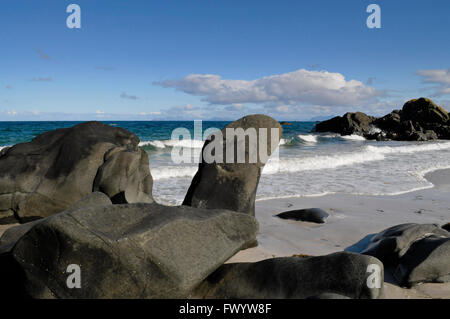 Rock formations on the sandy beach near Hov on island Gimsøy on Lofoten in northern Norway. - Stock Image