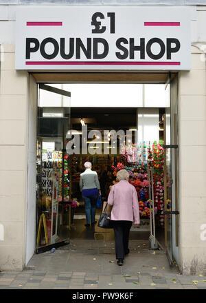 The £1 Pound Shop frontage in Glasgow, Scotland, UK - Stock Image