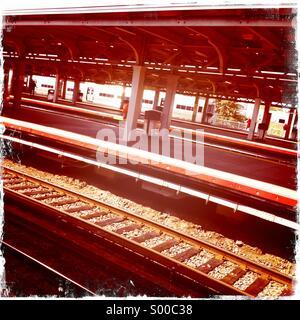 Railway tracks in Jamaica Station, New York. - Stock Image