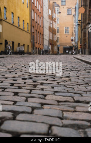 Denmark, Copenhagen, Narrow alley with cobblestone pavement in the old town - Stock Image