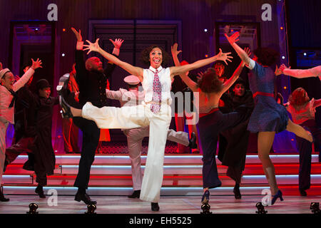 Debbie Kurup as Reno Sweeney performing at the centre. The Sheffield Crucible Theatre production of Cole Porter's - Stock Image