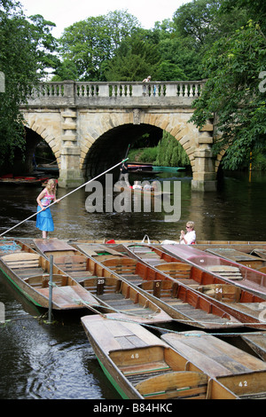 Punting under Magdalen Bridge on the Cherwell River, Oxford, Oxfordshire, UK - Stock Image