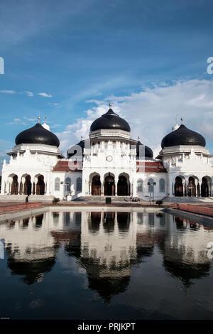 Baiturrahman Grand Mosque post December 26, 2004 earthquake and tsunami in Banda Aceh, Sumatra, Indonesia - Stock Image