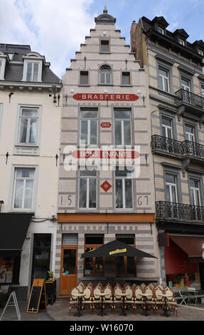 The famous brasserie Bon Enfants located at Grand Sablon square in the heart of Brussels, Belgium. - Stock Image
