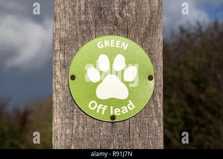 Green off lead sign on the Hayling Billy Trail, Hayling Island, Hampshire, UK - Stock Image