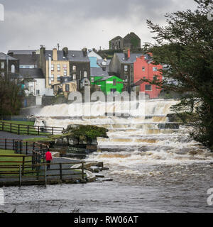 The Falls in Flood at Ennistymon in County Clare in Ireland - Stock Image
