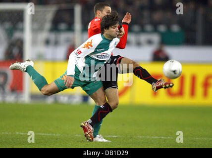 Steven Cherundolo (back) of Hanover vies for the ball with Diego of Bremen during the Bundesliga match Hanover 96 - Stock Image
