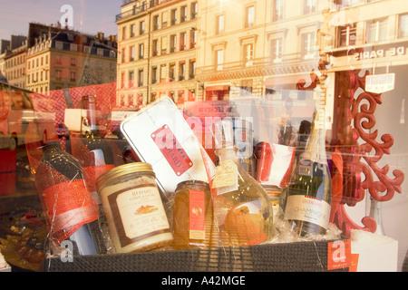 Paris France Place de la Madeleine Hediard gourmet shop  window delicatessen - Stock Image