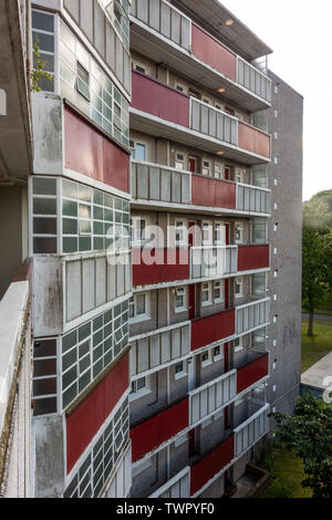 Block 68 of flats on Grenville Road in Reading, Berkshire. - Stock Image