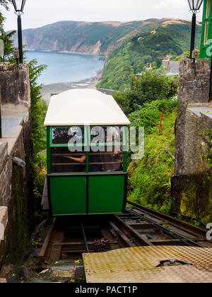 Carriage ascending on the 1888 Lynton to Lynmouth cliff railway.  Lynmouth bay, Devon, UK in the background - Stock Image