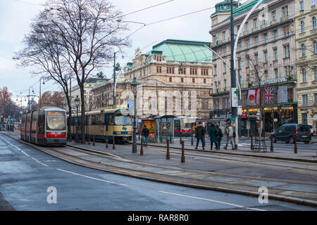 trams pass the State Opera House on Ringstrasse, Vienna, Austria. - Stock Image