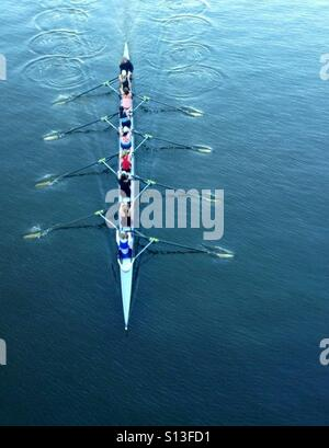 Girls rowing on river in Melbourne - Stock Image