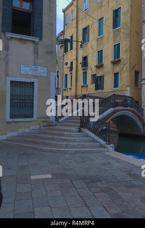 a pathway to a bridge in Venice Italy - Stock Image