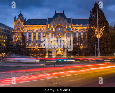 Colorful traffic in front of Four Season Hotel Budapest at Christmiss time - Stock Image