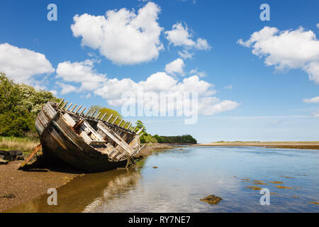 Old wooden hull of a ship wreck in the bay. Traeth Dulas, Isle of Anglesey, North Wales, UK, Britain - Stock Image