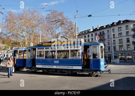 Switzerland: Oltimer train in Zürich City at Stadelhofen train station - Stock Image