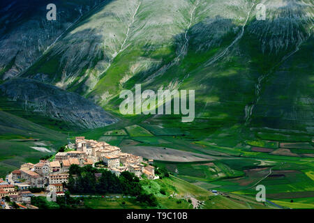 Medieval town of Castelluccio in the Monti Sibillini National Park, Umbria Italy - Stock Image