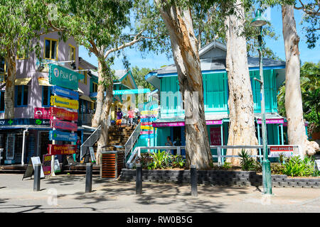 Chinese tourists shopping at Palm Cove Shopping Village, Far North Queensland, QLD, FNQ, Australia - Stock Image