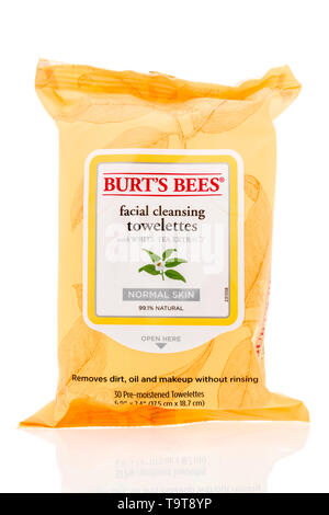 Winneconne, WI - 15 May 2019 : A package of Burts Bees facial cleansing towelettes on an isolated background - Stock Image