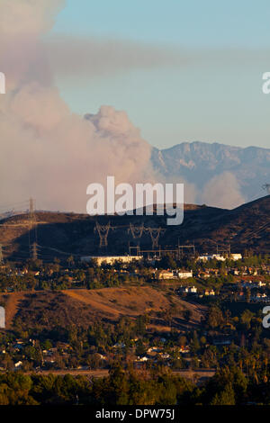 Glendora, California, USA. 16th Jan, 2014. Firefighters are fighting a brush fire in the hills above Glendora . The fire erupted just before 6am . Reports say that mandatory evacuations have been issued for all homes north of Sierra Madre Avenue from the Azusa city limits on the west to Colby mountain trail. Early morning commuters slowed traffic on the 210 freeway Credit:  Duncan Selby/Alamy Live News - Stock Image