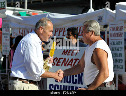 Bellmore, New York, USA. 20th September 2015. U.S. Senator CHARLES (CHUCK) SCHUMER (Democrat - New York) shakes - Stock Image