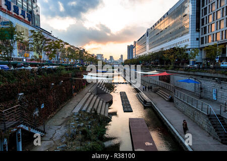 Cheonggyecheon Stream in Seoul, South Korea is a corridor of serenity in the midst of a busy and modern city. - Stock Image