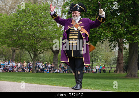 Windsor, UK. 22nd April 2019. Chris Brown, Official Town Crier of the Royal Borough of Windsor and Maidenhead, invites the public to sing 'Happy Birthday' to the Queen ahead of the traditional 21-gun salute on the Long Walk in front of Windsor Castle to mark her 93rd birthday. Credit: Mark Kerrison/Alamy Live News - Stock Image