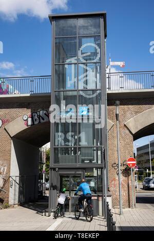 Aufzug zum Radschnellweg RS1 in Mülheim an der Ruhr, Deutschland - Stock Image