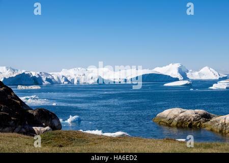 Large icebergs drifting into Disko Bay from Ilulissat Icefjord and Sermeq Kujalleq Glacier. Sermermiut, Ilulissat - Stock Image