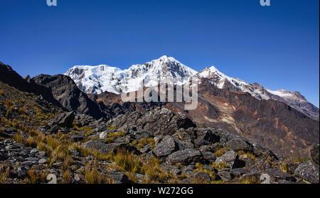Crossing the Abra Illampu Pass, Cordillera Real Traverse, Bolivia - Stock Image