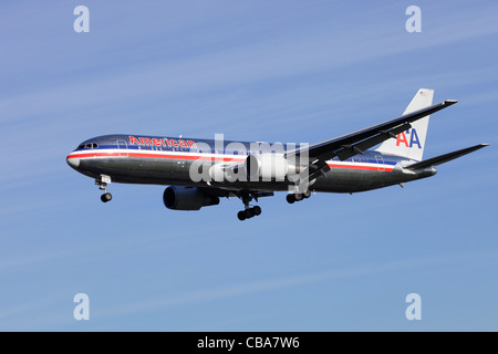American Airlines Boeing 767-323/ER N344AN on approach to Heathrow - Stock Image