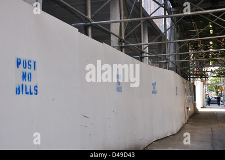 Sidewalk scaffolding, New York City, USA - Stock Image
