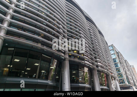Curved solar shading (brise soleil) panels on the side wall of The Walbrook Building in Walbrook and Cannon Street, London EC4 - Stock Image