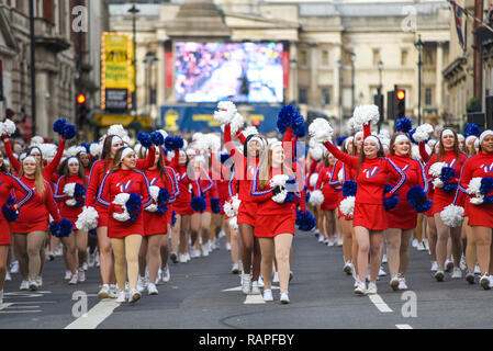 Varsity Spirit All American Cheerleaders at London's New Year's Day Parade, UK. Cheerleader girls with pompoms performing - Stock Image