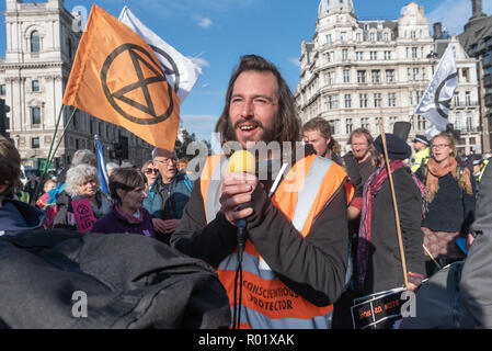 London, UK. 31st October 2018. George Barda speaks as people are leaving the roadway in front of Parliament after blocking it in their 'Declaration of Rebellion' against the British Government for its criminal inaction in the face of climate change catastrophe and ecological collapse to join him in continuing to block the road.  Most left the road after a closing address by George Monbiot, but several small groups decided to remain on the road, including Donnachadh McCarthy and George Monbiot. Police immediately warned them they would be arrested if they did not move, and by the time I left ar - Stock Image