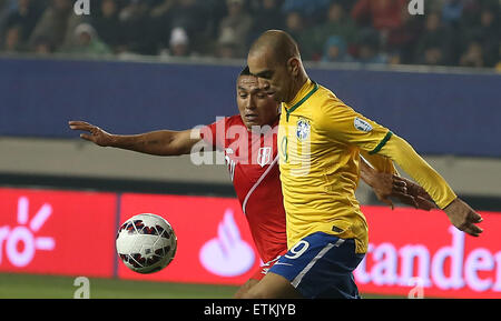 Temuco, Chile. 14th June, 2015. Brazil's Diego Tardelli (R) vies with Peru's Joel Sanchez during their Group - Stock Image