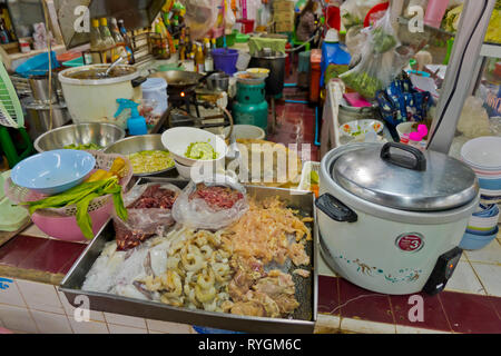 Food stall, indoor market, Trat, Thailand - Stock Image