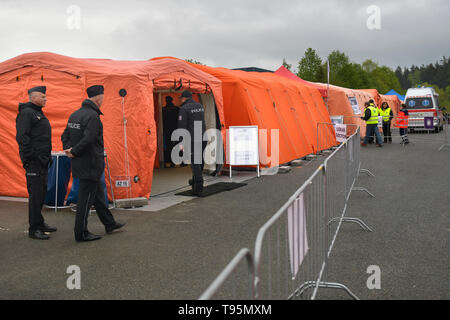 Bohemian Plzen Region, Czech Republic. 16th May 2019. A Czech police exercise began today on the border with Germany, focusing on a possible re-introduction of border controls with 12 crossings in the west-Bohemian Plzen Region, Czech Republic, May 16, 2019. The exercise will last until Friday and some 1,200 people will participate, including soldiers, firefighters, customs officers, prison service and healthcare representatives as well as 12 German personnel. The forces will also temporarily open a refugee registration centre by the largest crossing in Rozvadov. Credit: CTK/Alamy Live News - Stock Image
